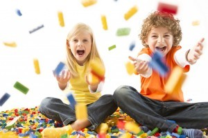Kids-Playing-with-LEGOAPPROVED-1024x682